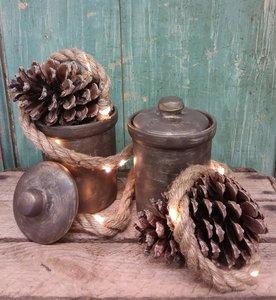 Set van 2 geverfde aardewerken potjes