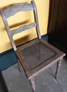 Opgeknapte en oud gemaakte stoel