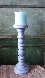 Geverfde kandelaar in blauw/wit, 31 cm.